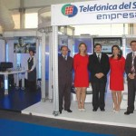 En el stand de Telefnica del Sur, Mauricio Pozas, Evelyn Gerding, Rodrigo Gmera,  Carolina Klein y Fernando Beltrn.
